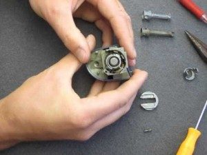 inside-a-lock-mechanism-auto-locksmith-repair-300×225-300×225